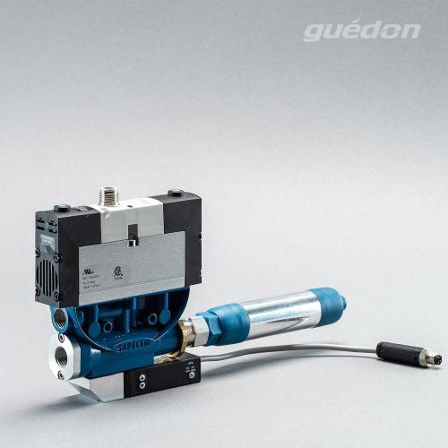Ejektor V2i: Vakuumerzeuger geradlinig, verstopfungsfrei, elektrisches 5/3 Wegeventil als ISO-Ventil, Mittelstellung geschlossen, NC, Anschluss M12/3-polig, Schalldaempfer, Vakuumschalter