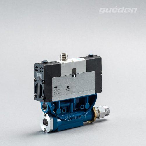 Ejektor V2i: Vakuumerzeuger geradlinig, verstopfungsfrei, elektrisches 5/3 Wegeventil als ISO-Ventil, Mittelstellung geschlossen, NC, Anschluss M12/3-polig