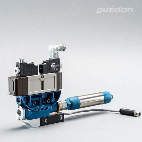 Ejektor V2i: Vakuumerzeuger geradlinig, verstopfungsfrei, elektrisches 5/3 Wegeventil als ISO-Ventil, Mittelstellung geschlossen, NC, 2 x T15, Schalldaempfer, Vakuumschalter