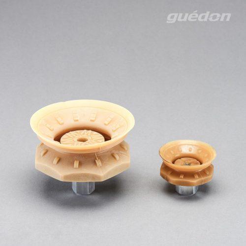Vakuumsauger für genarbte Oberflächen aus Naturkautschuk mit aufvulkanisiertem Innengewinde