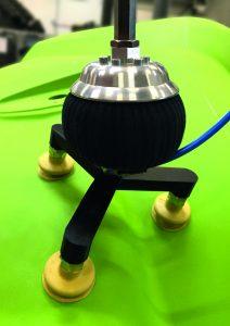 Vacuball-Spinne: selbsttätig blockierendes Kugelgelenk mit 3 Vakuumsaugern, Befestigung mit für die Pressenautomation / Karosseriehandling
